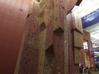 nicros-climbing-wall-livonia-com-rec-center-1
