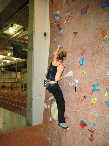 nicros-climbing-wall-iowa-state-university-5