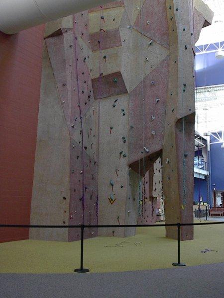 nicros-climbing-wall-livonia-com-rec-center-2