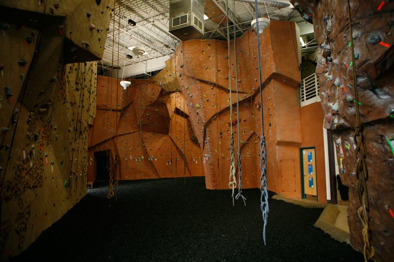 nicros-climbing-wall-ve-st-paul-1